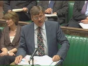 23041 - 2 Robert Ainsworth MP